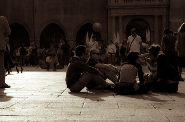 Saturday afternoon in Piazza Maggiore - Bologna, Italy