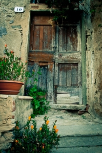 Old door, Elba - Italy